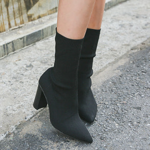 Dabagirl Solid Tone Pointed Toe Ankle Boots