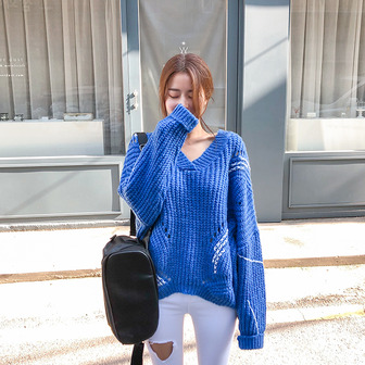 Dabagirl V-Neck Contrast Stitch Knit Top