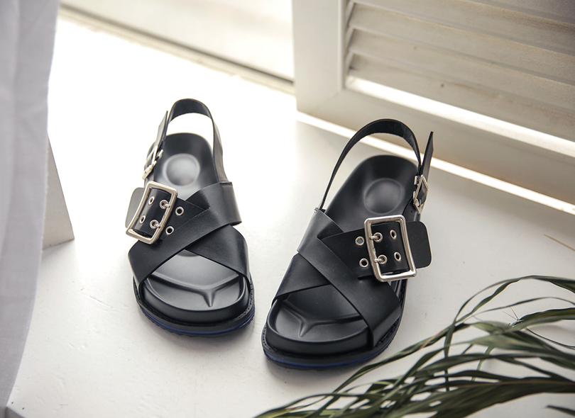 Crisscross Strap Buckle Detail Sandals