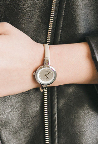 Slim Leatherette Analogue Wristwatch