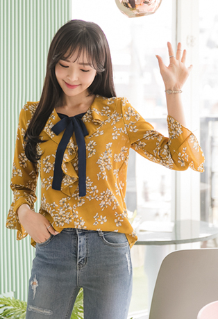 Self-Tie Ribbed Floral Blouse