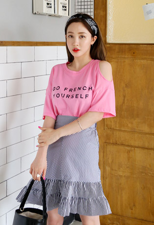 Lettering Slit Shoulder T-Shirt