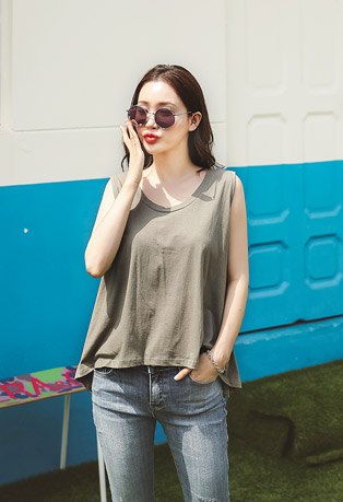 Round Neck Flared Sleeveless Top