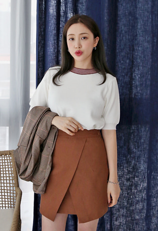 Contrast Neck Short Sleeve Knit Top
