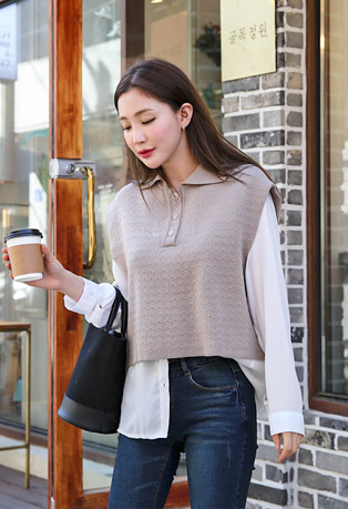 Collared Loose Fit Knit Vest
