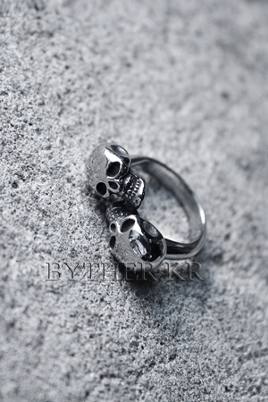ByTheRByTheR Double Skull Ring