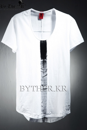 ByTheRByTheR Custom Center Paint Loose Neck Line T-shirt