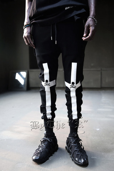 ByTheRKnee Crossed Skull Embroi Jogger Pants