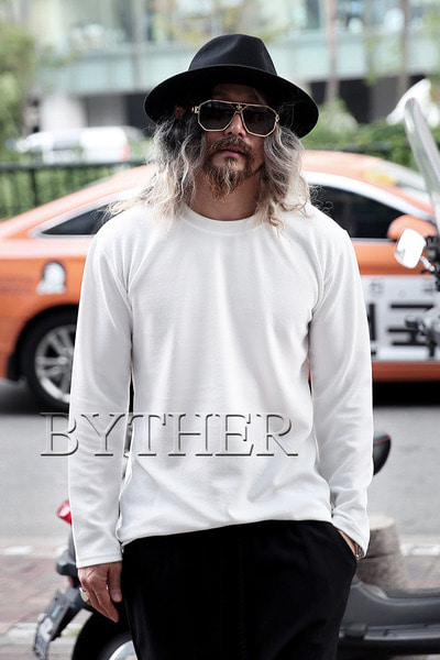 ByTheRエンボス長袖Tシャツ