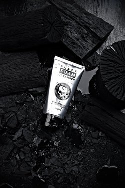 ByTheRByTheR Black Foam Cleanser