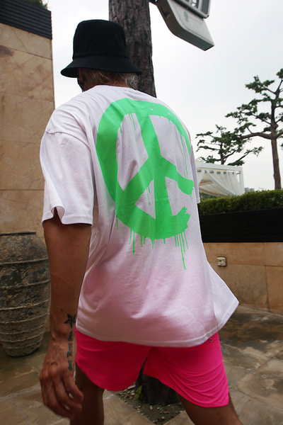 ByTheRMelting Neon Peace T-Shirts