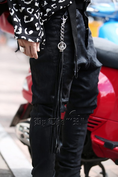ByTheRByTheR Skull Chain Leather Tassel Keyring