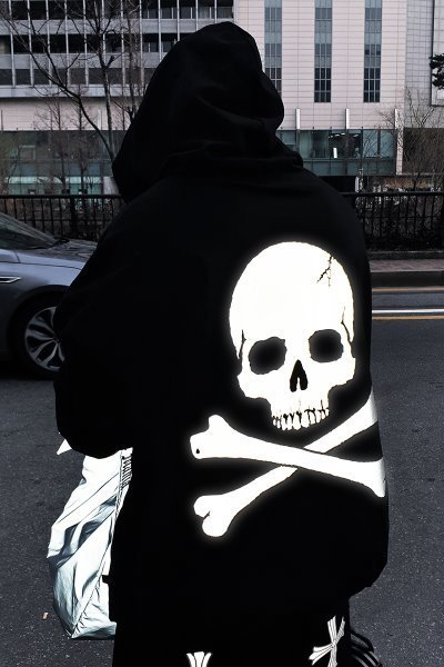 ByTheRByTheR Back Skull Scotch Reflective Hoodie T-shirt
