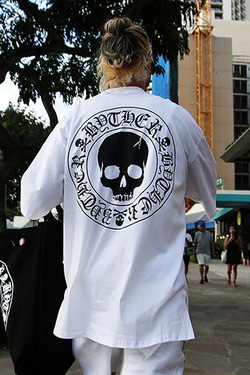 ByTheRByTheR Skull Logo Loose-fit T-shirt