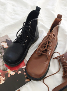 66GIRLSRound Toe Lace-Up Ankle Boots
