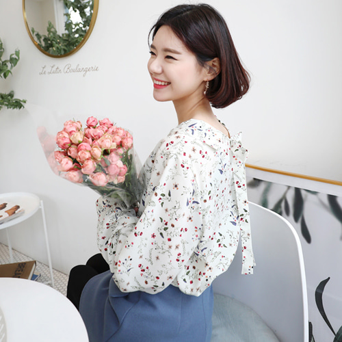 66GIRLSBow Back Buttoned Front Floral Print Blouse