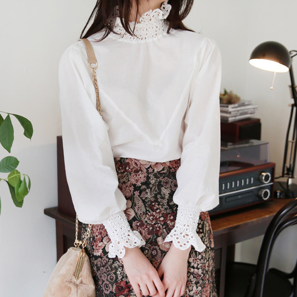 66GIRLSEyelet Lace Scalloped Trim Blouse