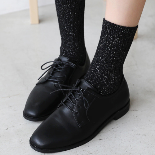66GIRLSSolid Tone Faux Leather Oxford Shoes
