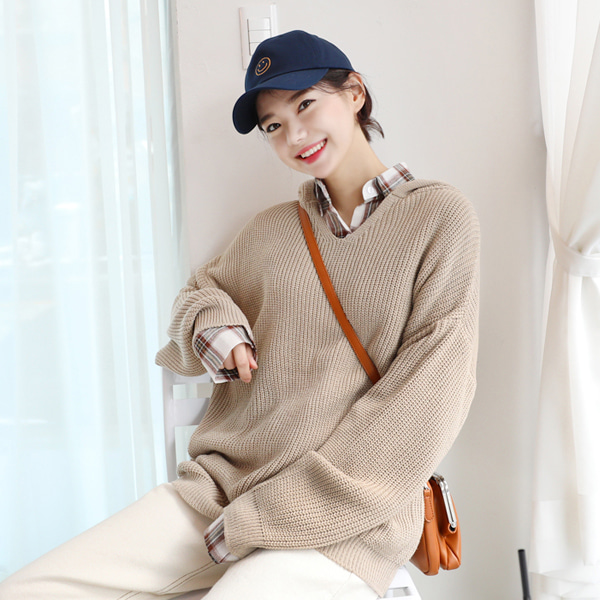 66GIRLSV-Neck Hooded Loose Knit Top