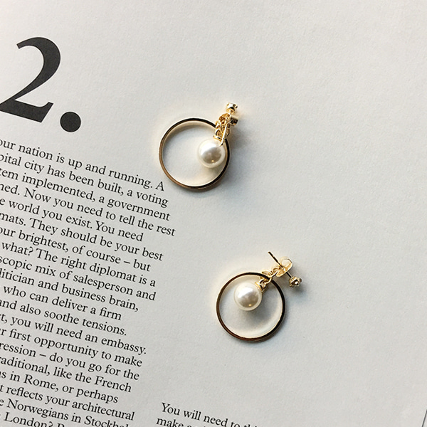 66GIRLSFaux Pearl Circle Earrings