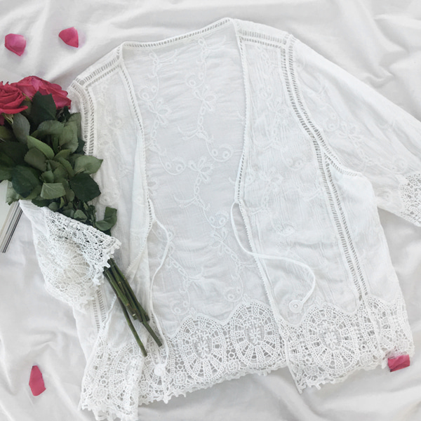 66GIRLSEmbroidery Lace 3/4 Sleeve Cardigan