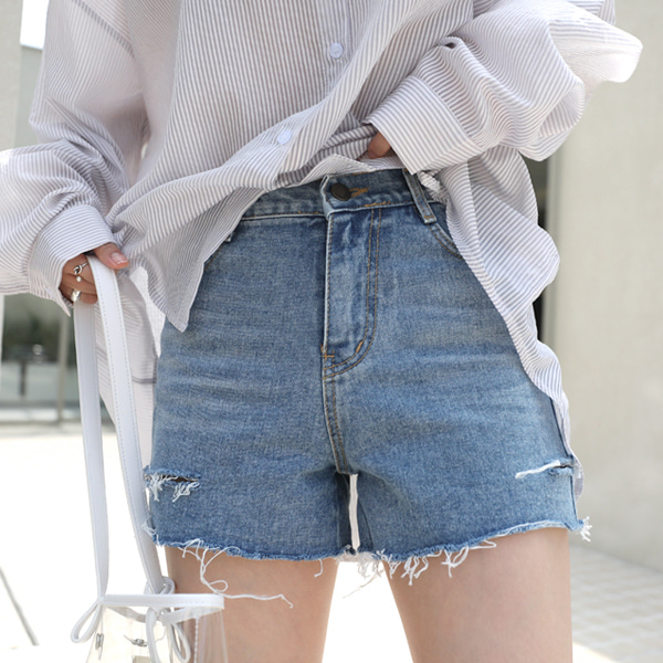 Slit Loose Fit Denim Shorts