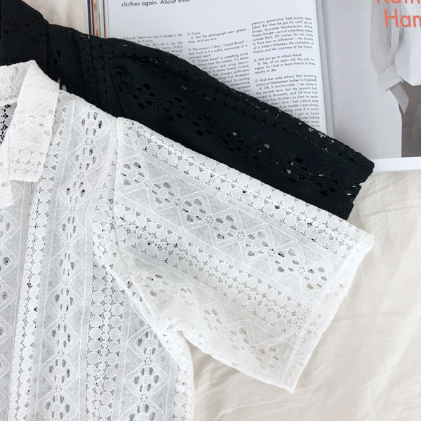 66GIRLSEyelet Lace Notched Collar Blouse