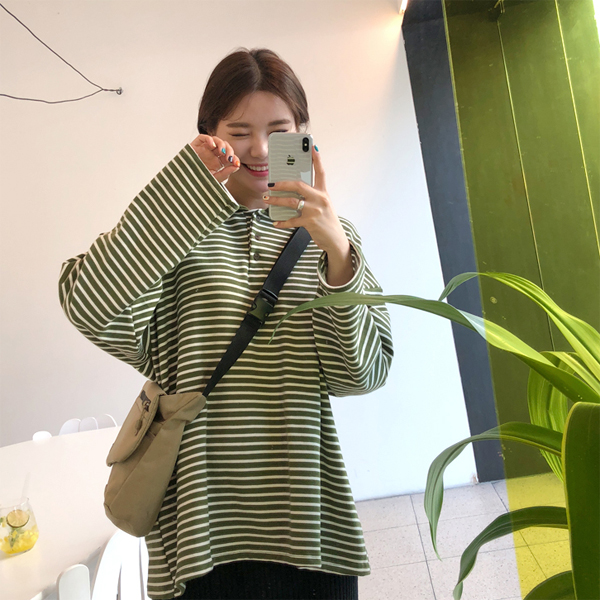 Spread Collar Stripe Sweatshirt