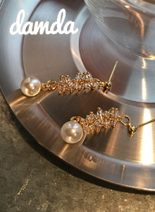 66GIRLSBall-End Rod Accent Drop Earrings
