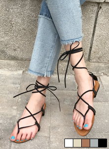 66GIRLSStrappy Low-Heeled Sandals