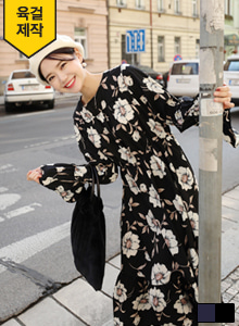 66GIRLSBell Sleeve Floral Print Dress