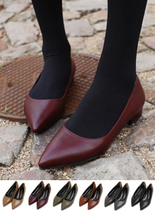66GIRLSSolid Tone Pointed Toe Low Heel Shoes