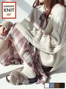 66GIRLSV-Neck Loose Fit Cable Knit Top