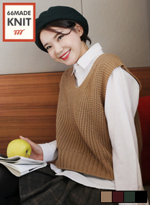 66GIRLSV-Neck Crop Knit Vest