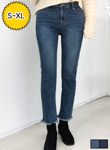 66GIRLSStraight Cut Frayed Hem Jeans
