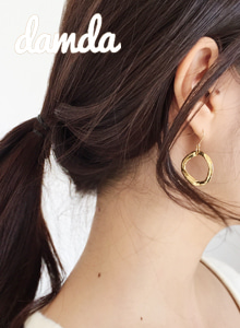 66GIRLSDented Hoop Hook Earrings