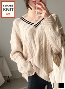 66GIRLSDouble Stripe V-Neck Cable Knit Top