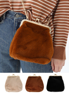 66GIRLSFaux Fur Chain Strap Frame Bag