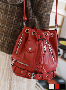 66GIRLSBelt Detail Bucket Bag