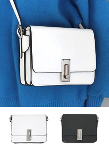 66GIRLSBuckled Square Crossbody Bag