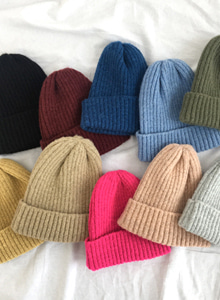 66GIRLSSolid Tone Ribbed Beanie