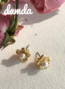 66GIRLSFaux Pearl Floral Earrings