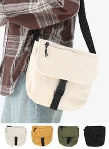 66GIRLSBuckled Contrast Color Strap Mini Bag
