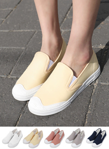 66GIRLSRound Toe Slip-On Sneakers