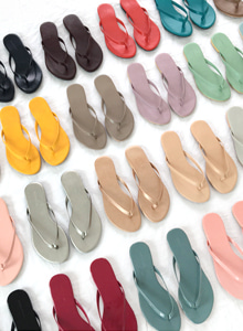 66GIRLSFlat Sole Flip Flops