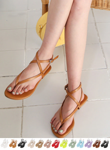 66GIRLSCross Strap Toe Post Sandals