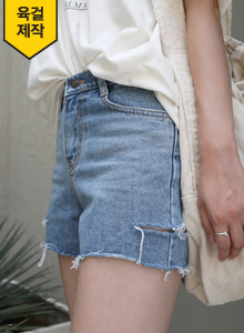 66GIRLSSlit Loose Fit Denim Shorts
