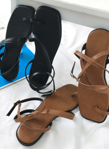66GIRLSBuckled Strap Sandals