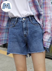 66GIRLSMid Rise Asymmetrical Hem Denim Shorts