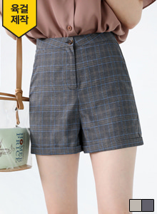 66GIRLSCuffed Check Shorts